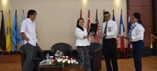 Consul General of the Republic of Indonesia in New York as Guest Lecturer at STP NHI Bandung